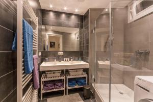 A bathroom at ☆ Moderne 90m² 3-Zimmer im Zentrum mit Netflix
