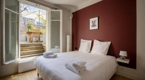 A bed or beds in a room at Milestay Batignolles
