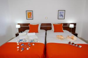 A bed or beds in a room at Aparthotel Barracuda