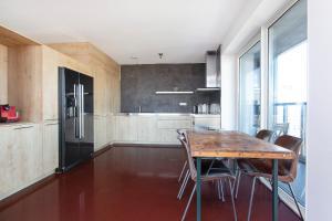 Una cocina o zona de cocina en MyCityLofts - Calypso Tower