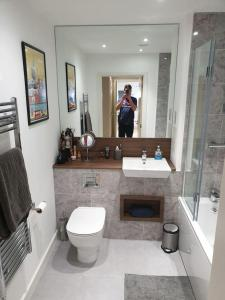 A bathroom at Flat 15 - Ben/Milsy