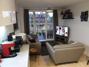 A seating area at Flat 15 - Ben/Milsy