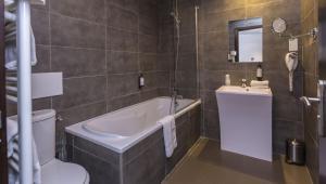 A bathroom at Odalys City Ferney Genève