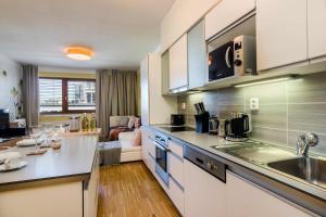 Кухня или мини-кухня в Prague deluxe apartment