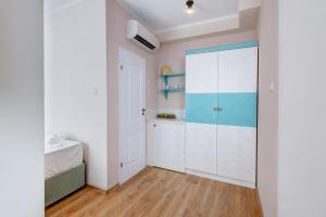 A kitchen or kitchenette at Aparthotel Dawn Park