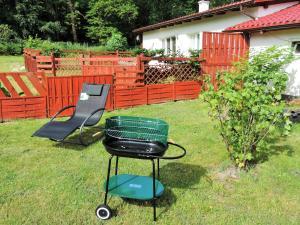 Ein Garten an der Unterkunft Große Ferienwohnung mit Wald- und Seeblick. Ein Genuss pur in völliger Natur
