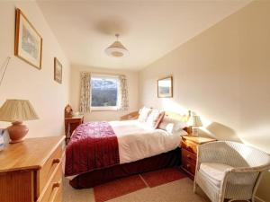 A bed or beds in a room at Holiday Home Chapel Brow