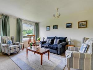 A seating area at Holiday Home Chapel Brow