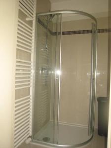 Ein Badezimmer in der Unterkunft Golden Trust Apartments
