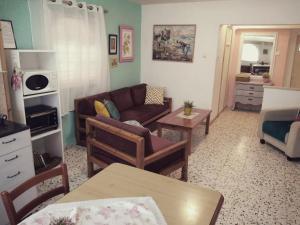 A seating area at Jordan Valley Vacation Apartment