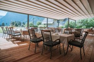 A restaurant or other place to eat at Aparthotel Triglav