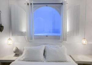 A bed or beds in a room at Infinity Suites & Dana Villas