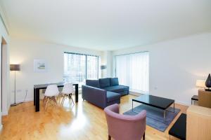 Svetainės erdvė apgyvendinimo įstaigoje Horizon Canary Wharf Apartments