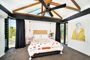 A bed or beds in a room at Baleen Villa & Luxury Loft