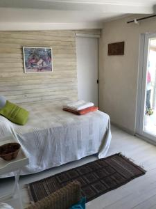 A bed or beds in a room at Coastal Beach Cabins
