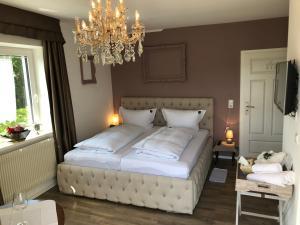 Un pat sau paturi într-o cameră la Haus Grünewald Unsleben