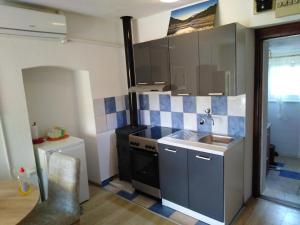 A kitchen or kitchenette at Holiday home Marija