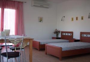 Łóżko lub łóżka w pokoju w obiekcie Maistrali