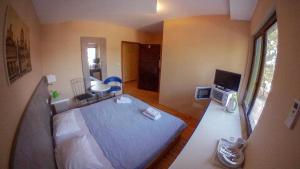 Villa Matea Apartment房間的床