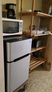 A kitchen or kitchenette at Safe Quiet Apartments Near Airport