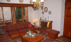 A seating area at Guesthouse Papanikolaou