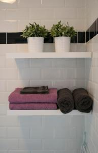 A bathroom at Appartement Jolie Noordwijk