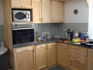 A kitchen or kitchenette at Nyugi Tanya