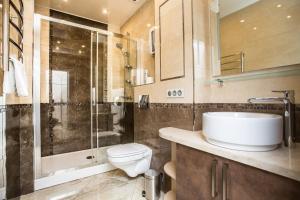 A bathroom at Balmont Apartments Mayakovskaya