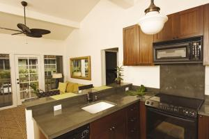 A kitchen or kitchenette at Aina Nalu Lahaina by Outrigger