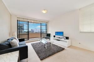 A seating area at Wyndel Apartments - Apex North Sydney