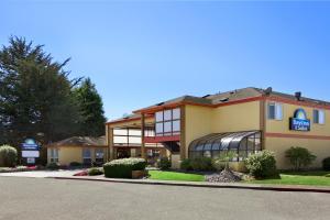 Picture of Days Inn & Suites Arcata