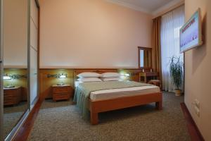 A bed or beds in a room at Apartment at Kiev Train Station