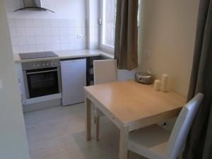 A kitchen or kitchenette at City Lodging Apartments