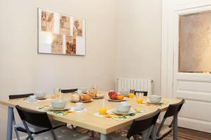 A restaurant or other place to eat at Modernist Apartment Barcelona