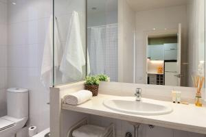 A bathroom at Habitat Apartments Boulevard