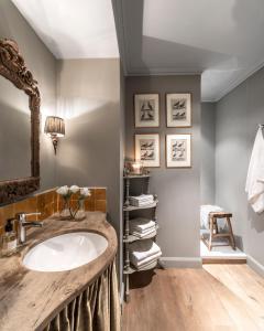 A bathroom at Apartment Dijver