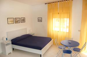 A bed or beds in a room at Case Vacanze Farchikalà