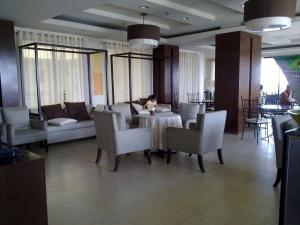 (Rosewood Pointe Residences)