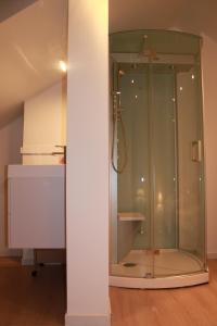A bathroom at Huisje Tybary
