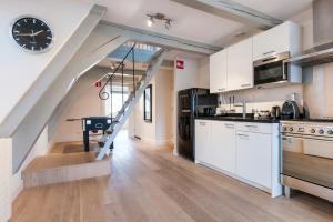Кухня или кухненски бокс в Cityden Canal Serviced Apartments