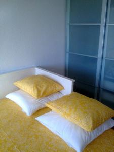 A bed or beds in a room at Studio Downtown Oporto