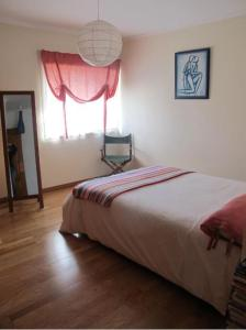 A bed or beds in a room at B.Ericeira Surf rental