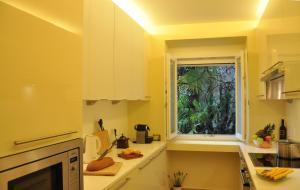 A kitchen or kitchenette at Villa Sassalto