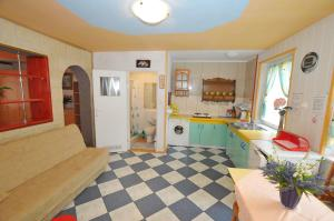 A kitchen or kitchenette at Ośrodek Wczasowy Domino Bis