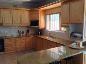 A kitchen or kitchenette at Ringwood Villa