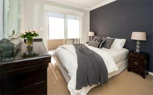 A bed or beds in a room at Bondi Executive - A Bondi Beach Holiday Home