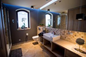 A bathroom at Apartament Wrony 8A