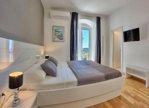 Split Luxury Rooms