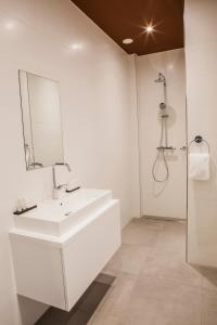 Ein Badezimmer in der Unterkunft Apartments Prinsengracht