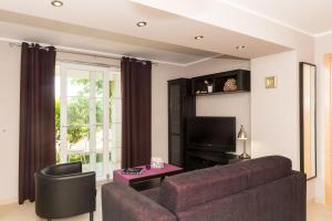 A television and/or entertainment center at Apartments Gaura